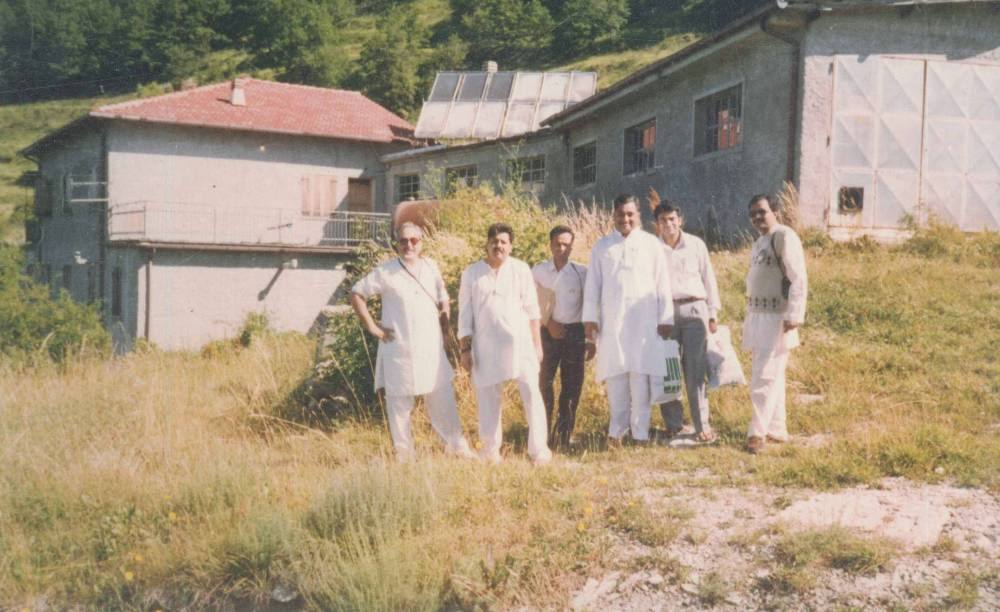 With my Indian Brothers at the Cabella School Daglio 2004