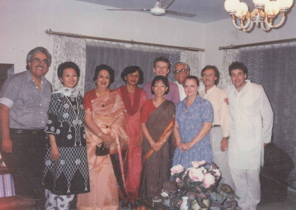 At My Home with my Parents & Hongkong yogis 1990